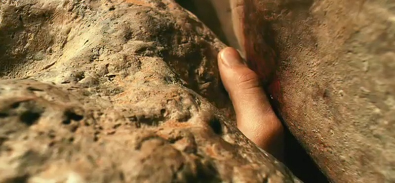 127-hours-james-franco-stuck-hand-thumb-rock