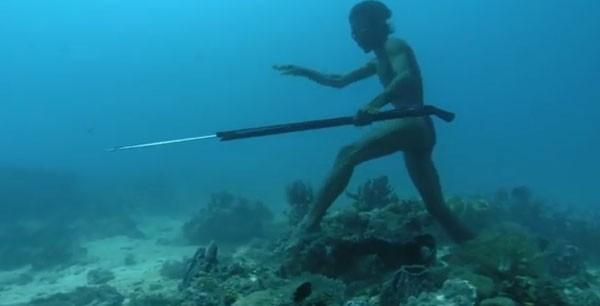 Sulbin, sakin bir biçimde deniz tabanının 30 metre dibine iniyor.