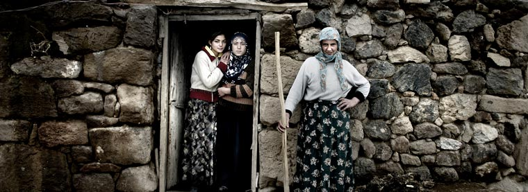 mother-and-daughters_ardahan-2004