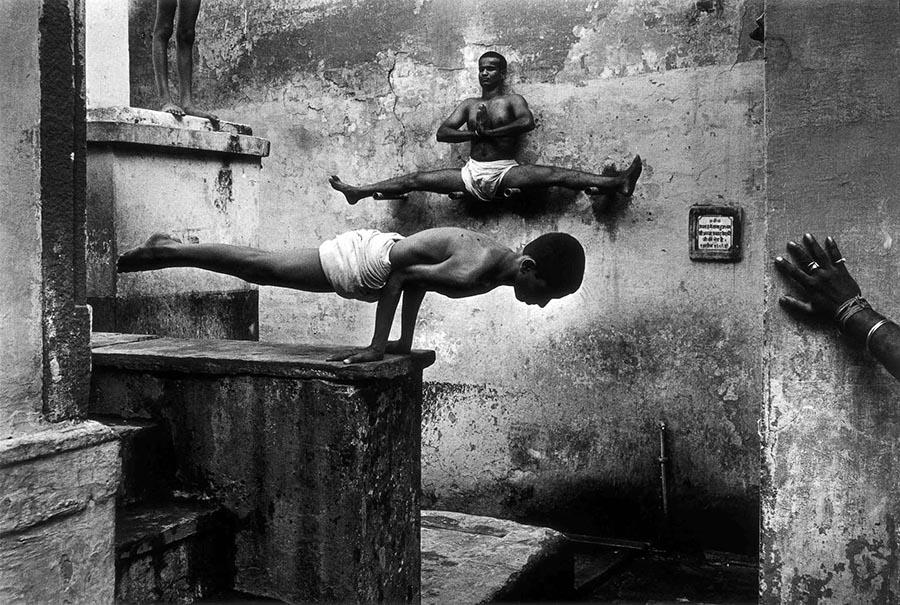 Shaolin_ keşişleri3  Vücudun Sınırlarını Zorlayanlar: Shaolin Keşişleri Shaolin  ke C5 9Fi C5 9Fleri3