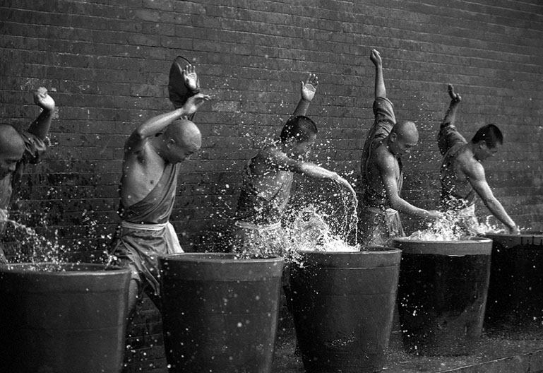 Shaolin_ keşişleri5  Vücudun Sınırlarını Zorlayanlar: Shaolin Keşişleri Shaolin  ke C5 9Fi C5 9Fleri5