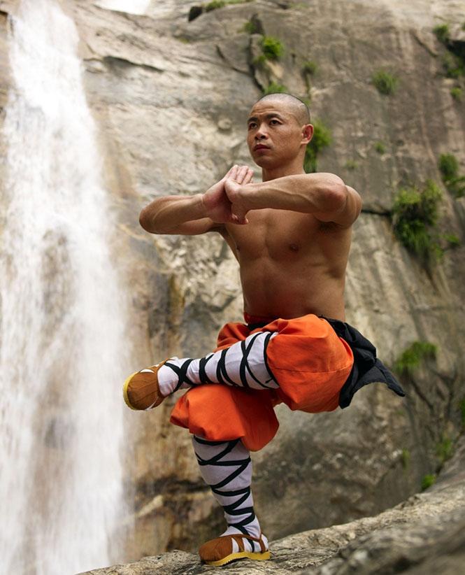 Shaolin_ keşişleri6  Vücudun Sınırlarını Zorlayanlar: Shaolin Keşişleri Shaolin  ke C5 9Fi C5 9Fleri6