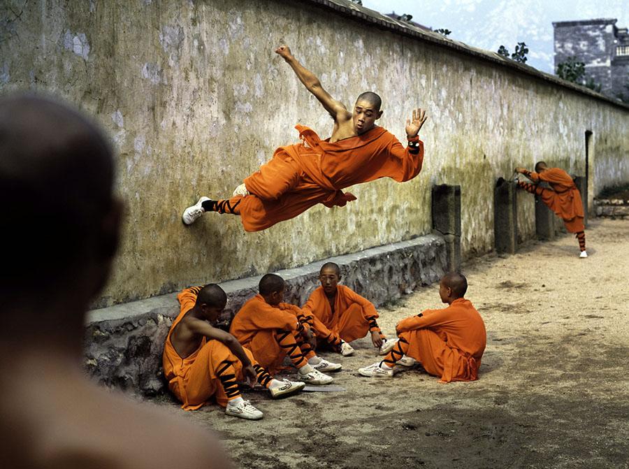 Shaolin_ keşişleri7  Vücudun Sınırlarını Zorlayanlar: Shaolin Keşişleri Shaolin  ke C5 9Fi C5 9Fleri7
