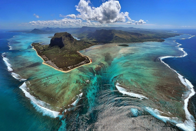 aerial-photo-le-morne-mauritius