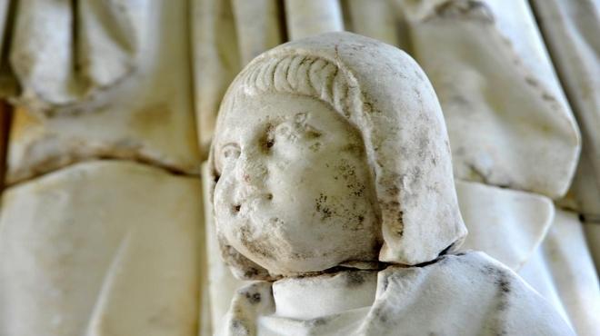2015 Yılında Türkiye'den En Önemli 10 Arkeolojik Keşiflerinden perge kazısında bulunan heykel başı