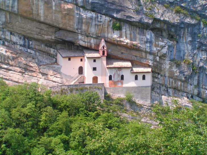 italya dağ manastır