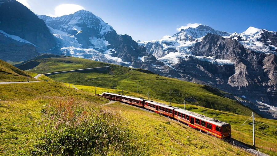 lets-travel-to-the-alps-switzerland-jungfrau-railway-with-jakub-polomski-featured