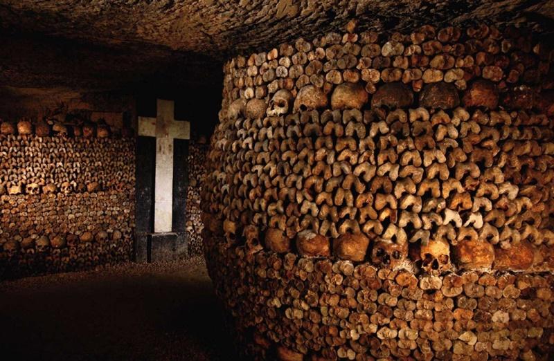 Paris'te ürkütücü bir mekan:Catacombes