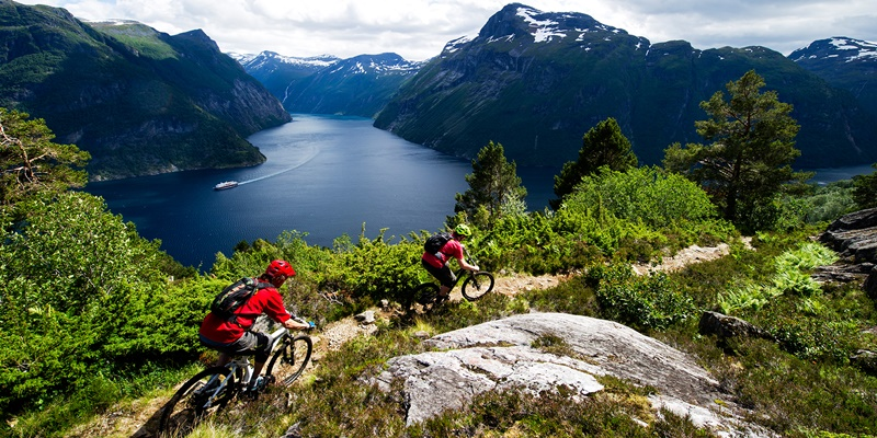 single-track-mountain-biking-hellesylt-norway-2-1_c50270d6-11a2-4ca0-ae40-ffbd775ce4c1